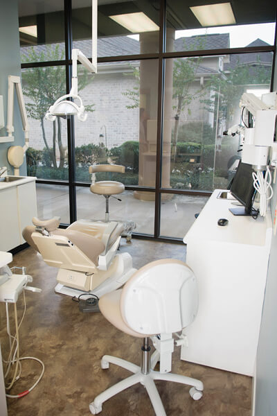 Cosmetic Dentistry - Dr. Lineberry - a photo of an exam room at CCCD